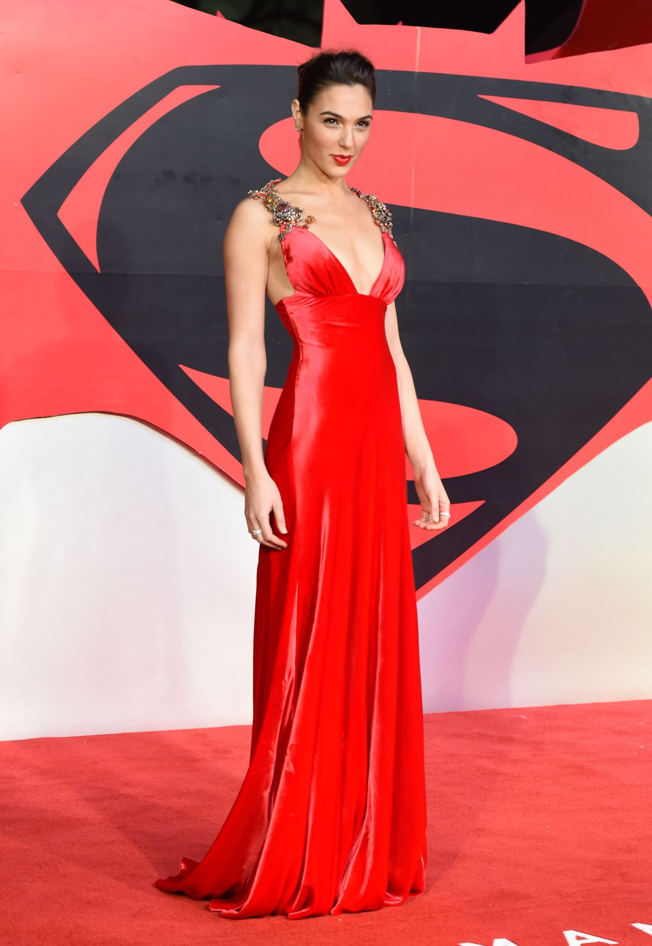 http://celebmafia.com/wp-content/uploads/2016/03/gal-gadot-batman-v-superman-dawn-of-justice-premiere-in-london-uk-3-22-2016-2.jpg