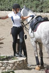Iggy Azalea - Horseback Riding in New York 3/30/2016
