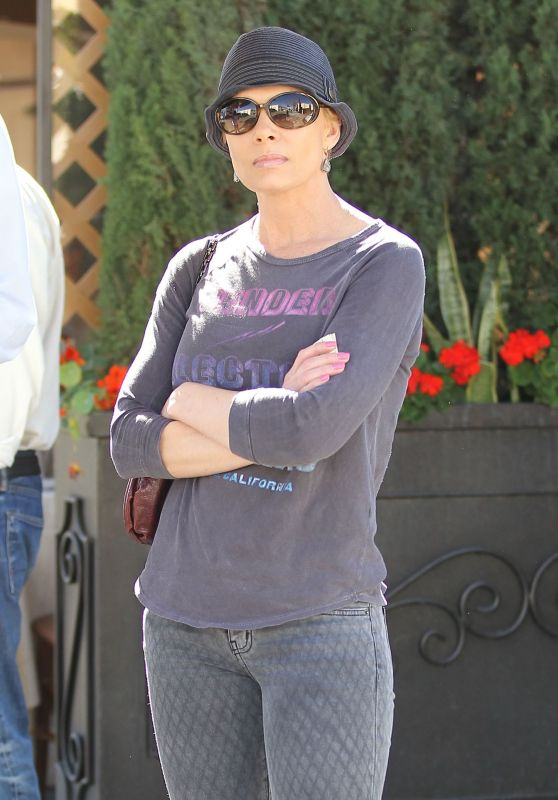 Jaime Pressly Street Style - Having Lunch in Beverly Hills 3/23/2016
