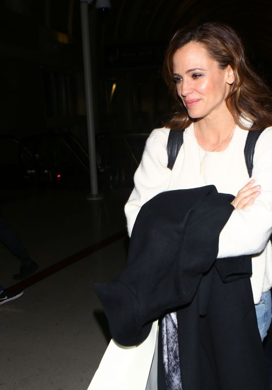 Jennifer Garner at LAX Airport in Los Angeles 3/18/2016