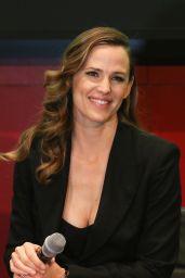 Jennifer Garner at MOMS