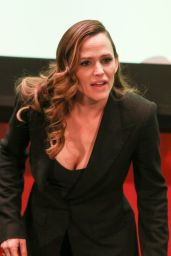 Jennifer Garner at MOMS