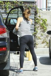 Jennifer Garner Booty in Tights - Out in Beverly Hills, 3/12/2016