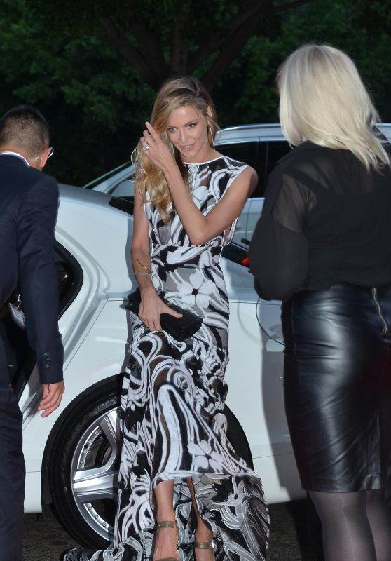 Jennifer Hawkins - Arrive at QATAR Airways Launch in Sydney, March 2016