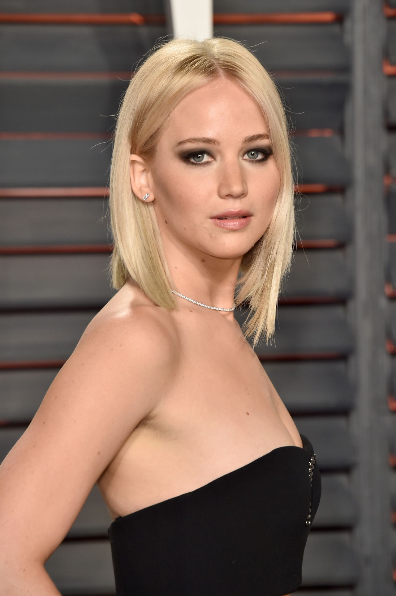 Jennifer Lawrence – Vanity Fair Oscar 2016 Party in ...