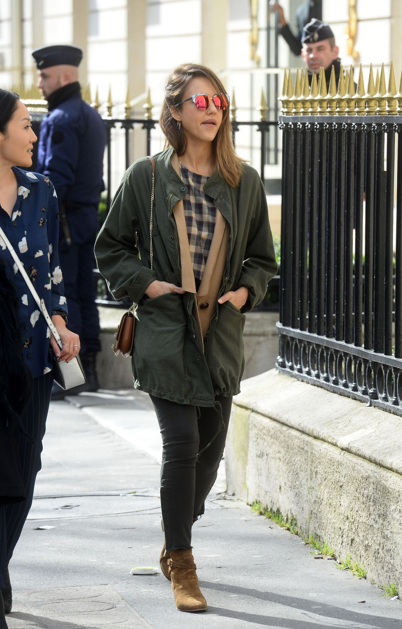 Jessica Alba Casual Style Out In Paris 3 3 2016
