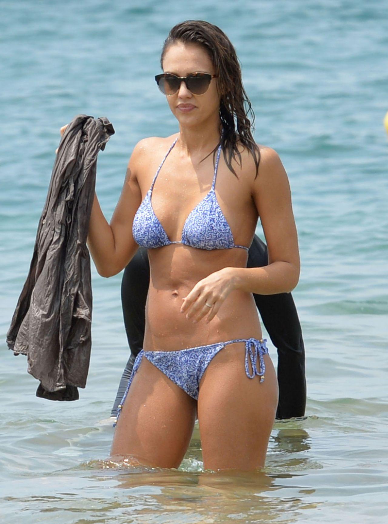 Jessica Alba Hot In Bikini - At The Beach In Hawaii, 3222016-3036