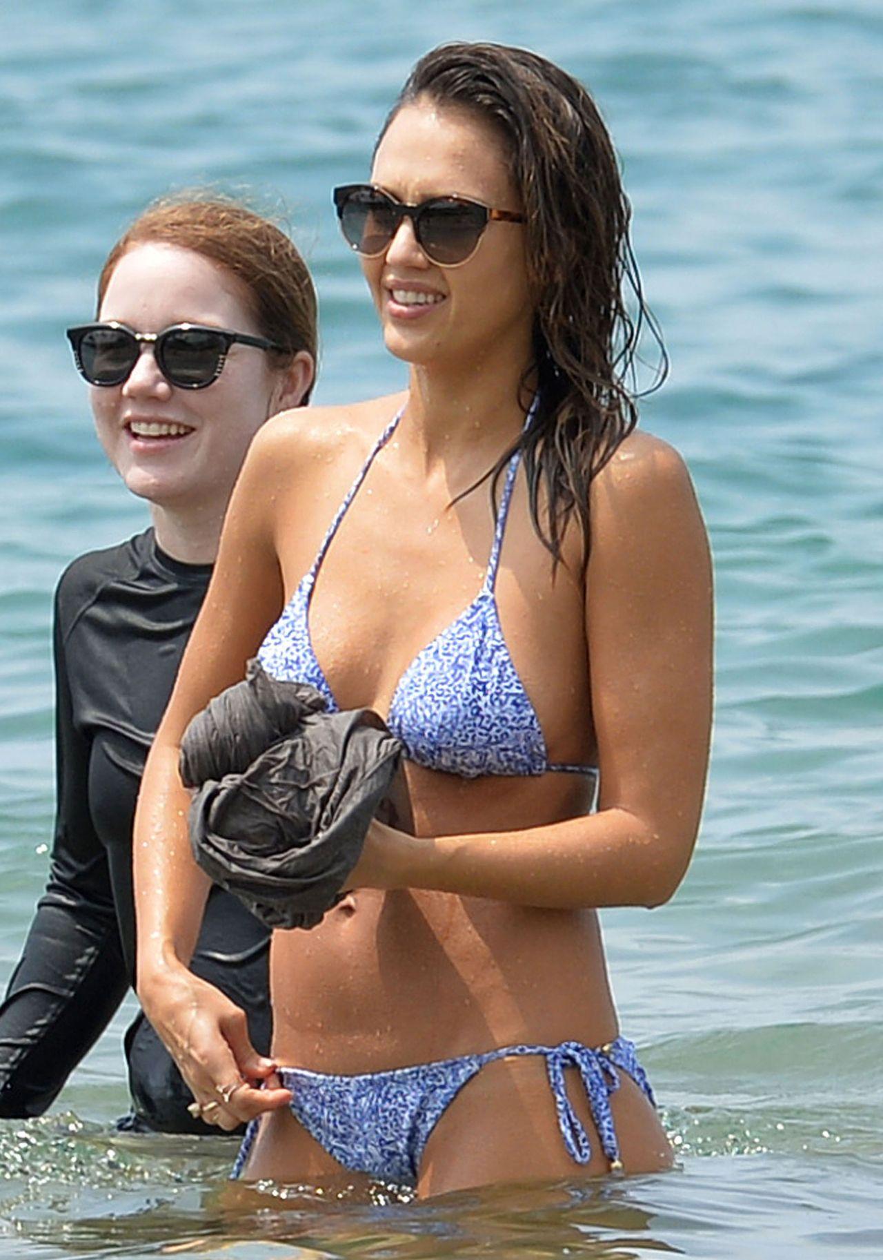 Jessica Alba Hot In Bikini - At The Beach In Hawaii, 3222016-8426