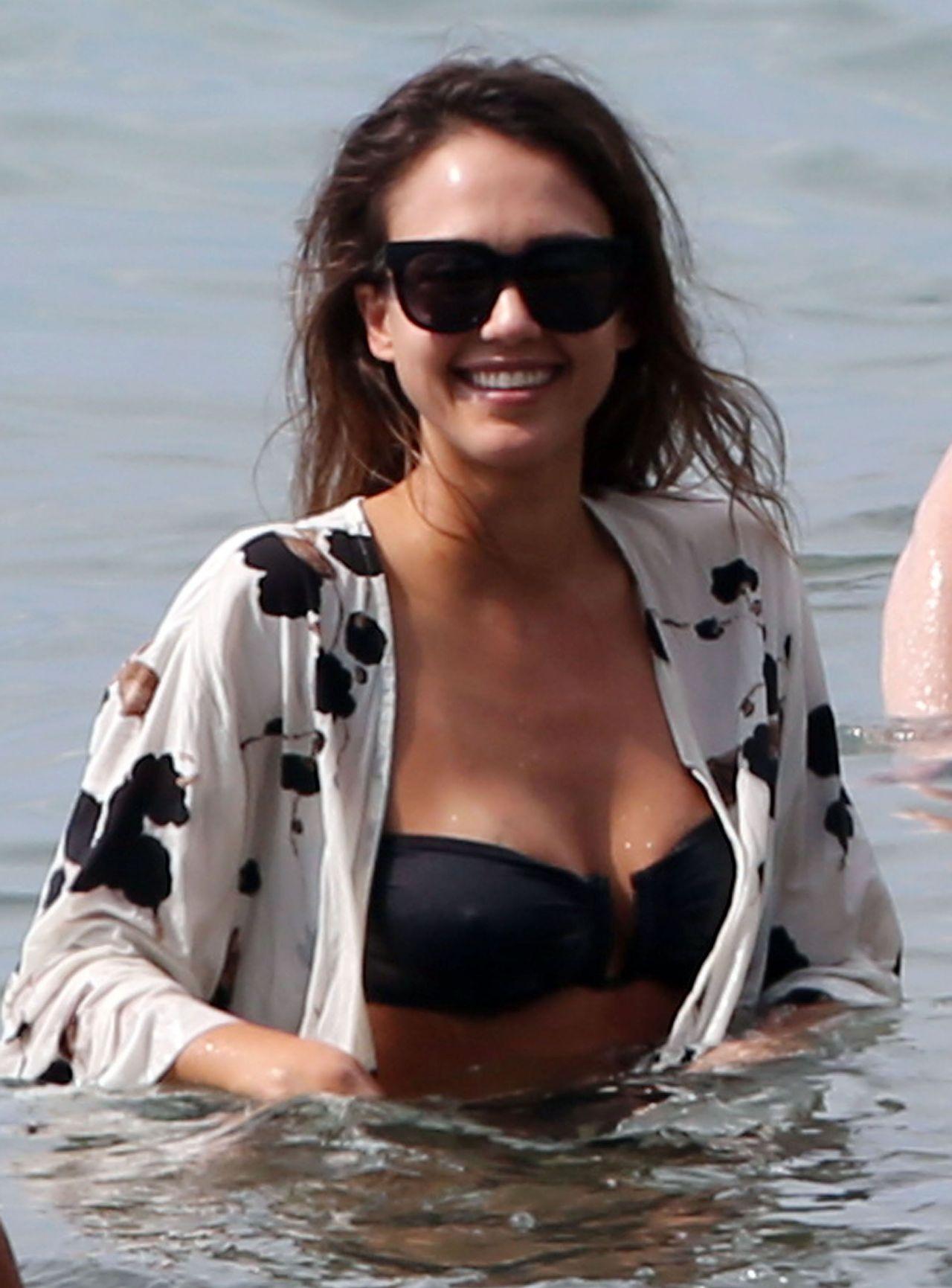 Jessica Alba In Black Bikini Hawaii 3 23 2016