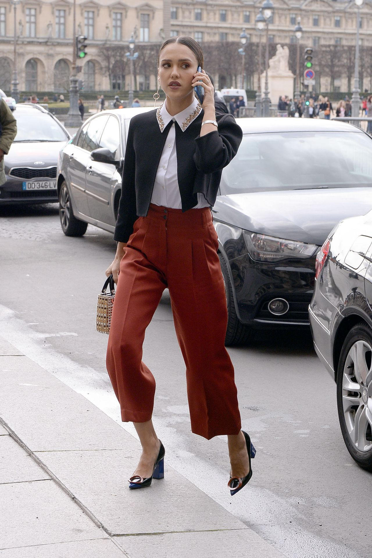 Jessica Alba On Her Way To The Dior Fashion Show In Paris 3 4 2016