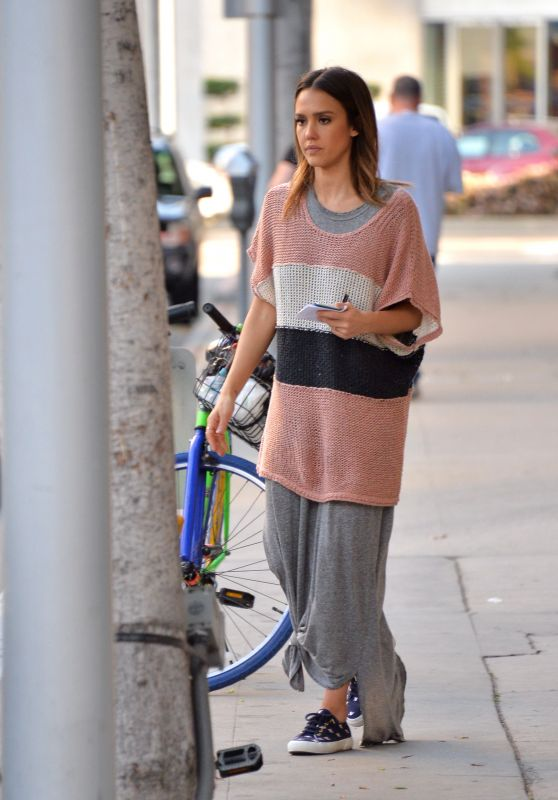 Jessica Alba - Shopping in Los Angeles, CA 3/18/2016