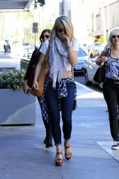 Julianne Hough Goes to a Nail Salon With Her Friends in Beverly Hills 3/8/2016