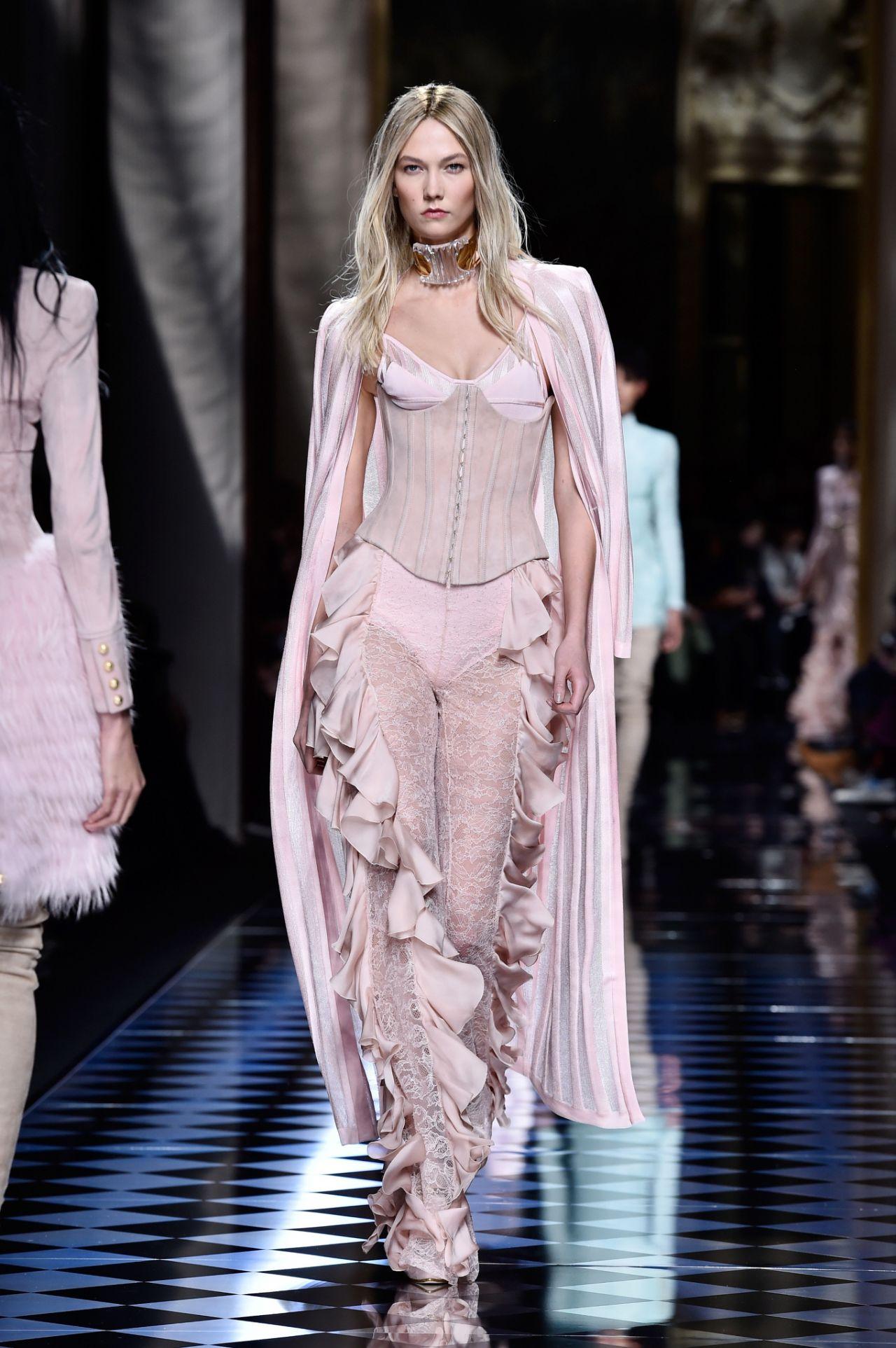 Karlie Kloss - Balmain Fashion Show
