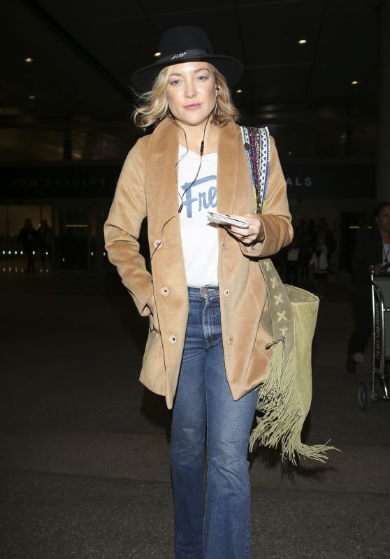 Kate Hudson Airport Style - Arrives at Lax in Los Angeles 3/6/2016