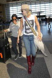 Kate Hudson Airport Style - LAX in Los Angeles, CA 2/29/2016