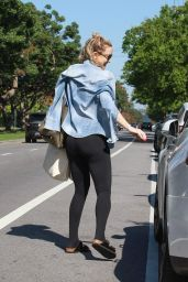 Kate Hudson Leaves a Yoga Session at the Brentwood 3/17/2016