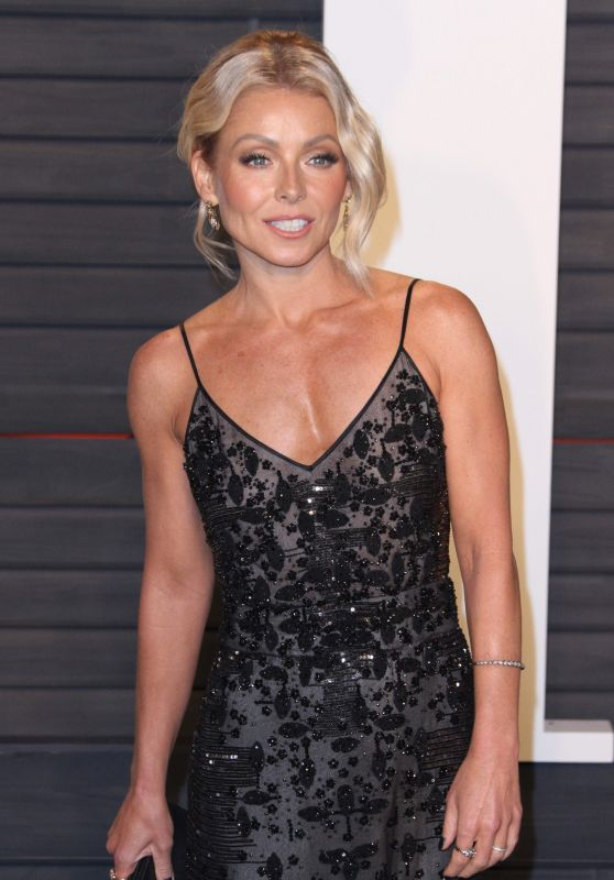 Kelly Ripa - 2016 Vanity Fair Oscar Party