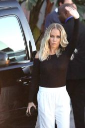 Kendra Wilkinson - Gets Wild After Kocktails With Khloe 3/9/2016