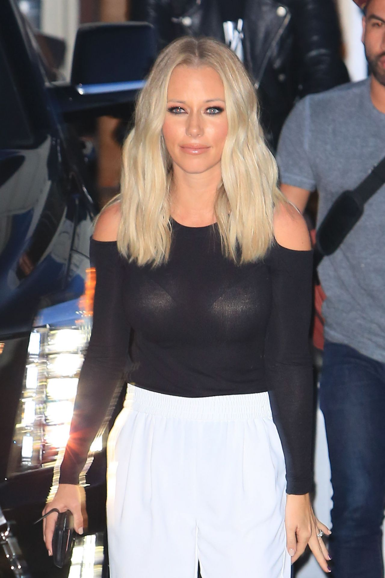 Kendra Wilkinson – Gets Wild After Kocktails With Khloe 3/9/2016