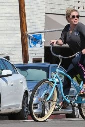 Kesha - Enjoying a Bike Ride With Friends in Venice Beach, February 2016