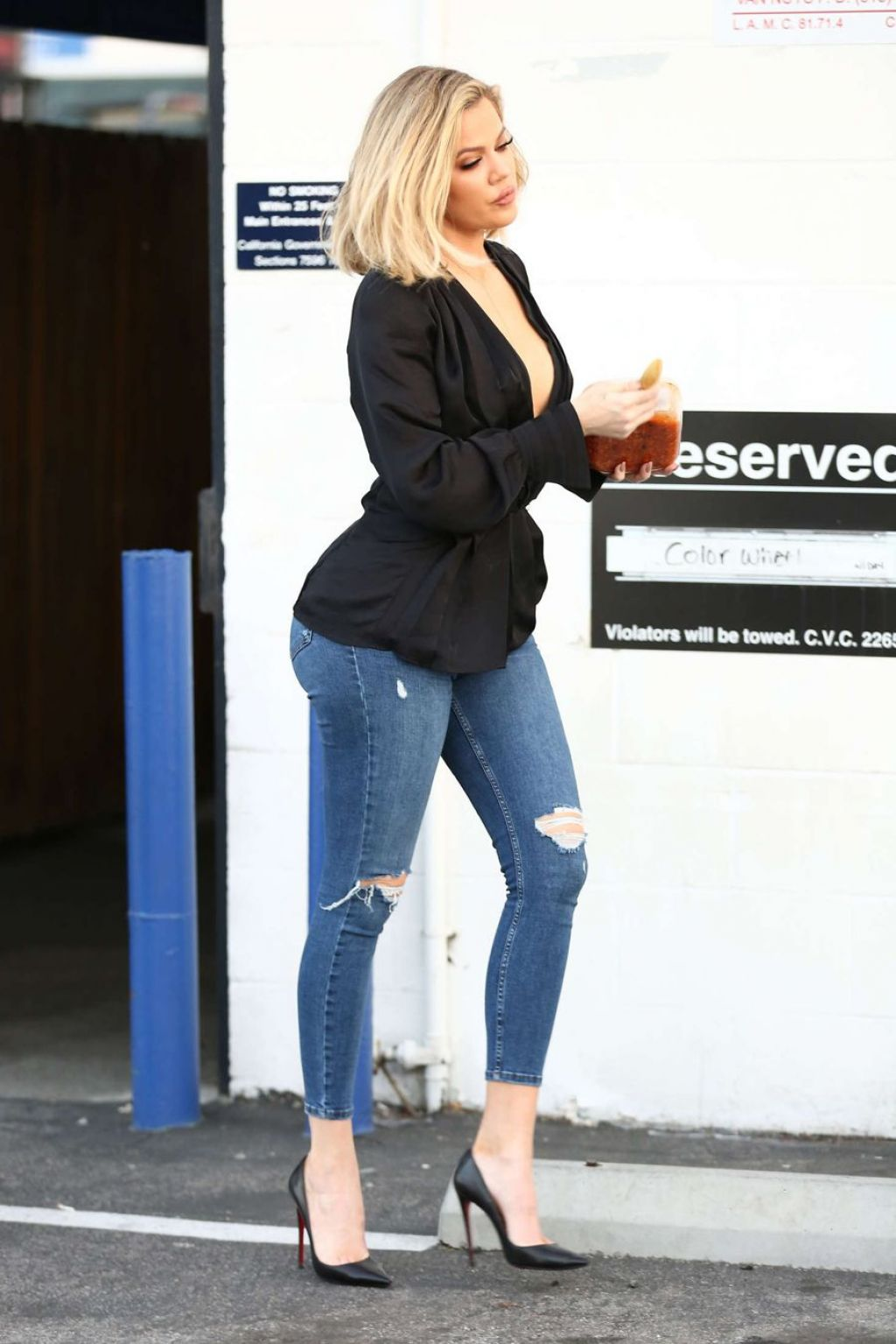 Khloe Kardashian Booty In Tight Jeans Out In Van Nuys In La March