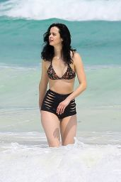 Krysten Ritter in a Bikini at a Beach in Cancun, Mexico 3/19/2016
