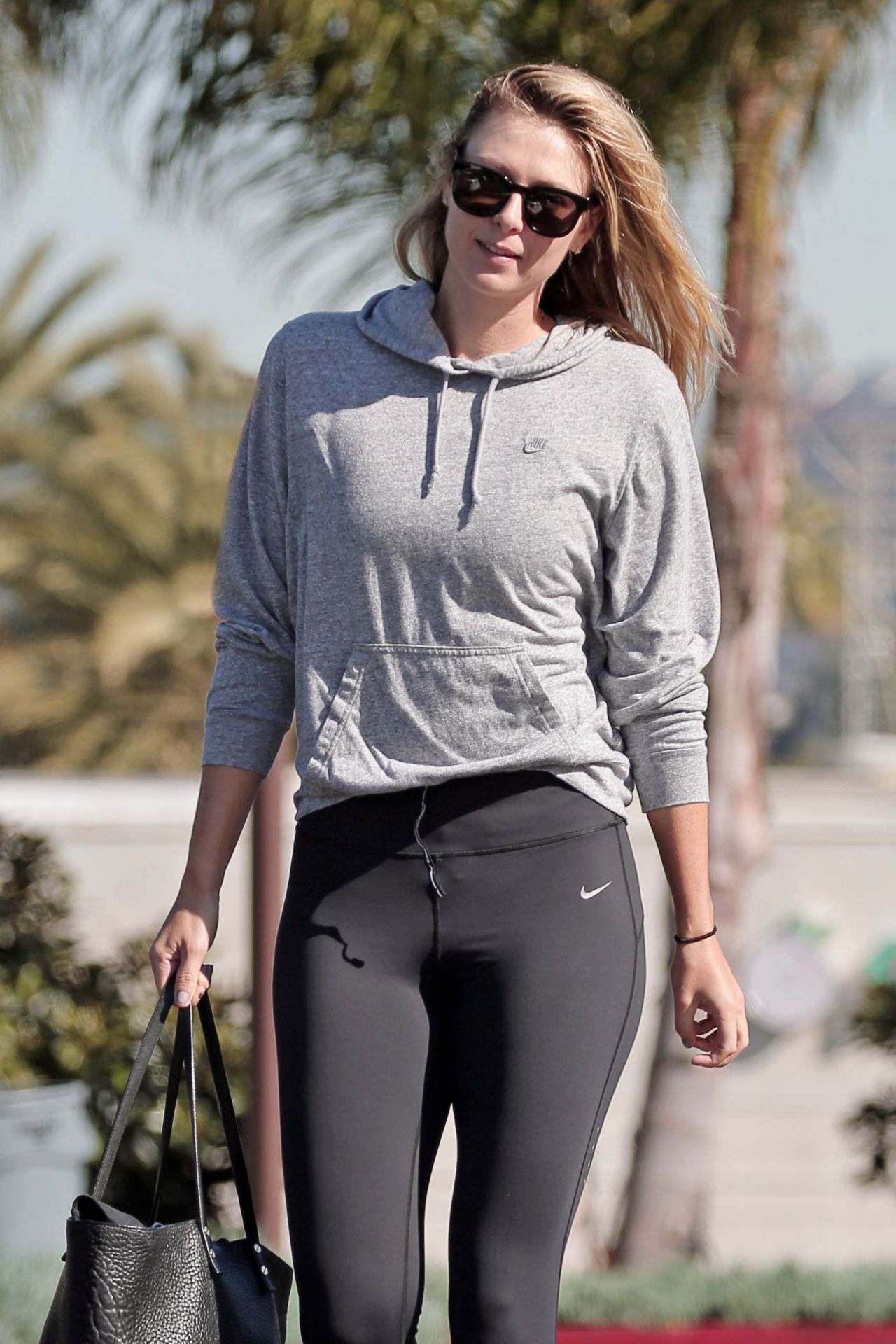 Maria Sharapova In Leggings Spotted At An La Gym March 2016