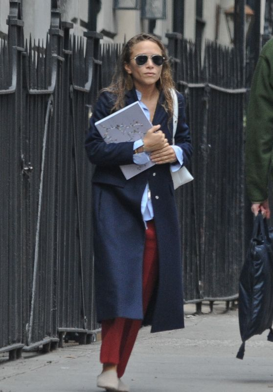 Mary Kate Olsen - Outside Her Midtown Apartment NYC 3/10/2016