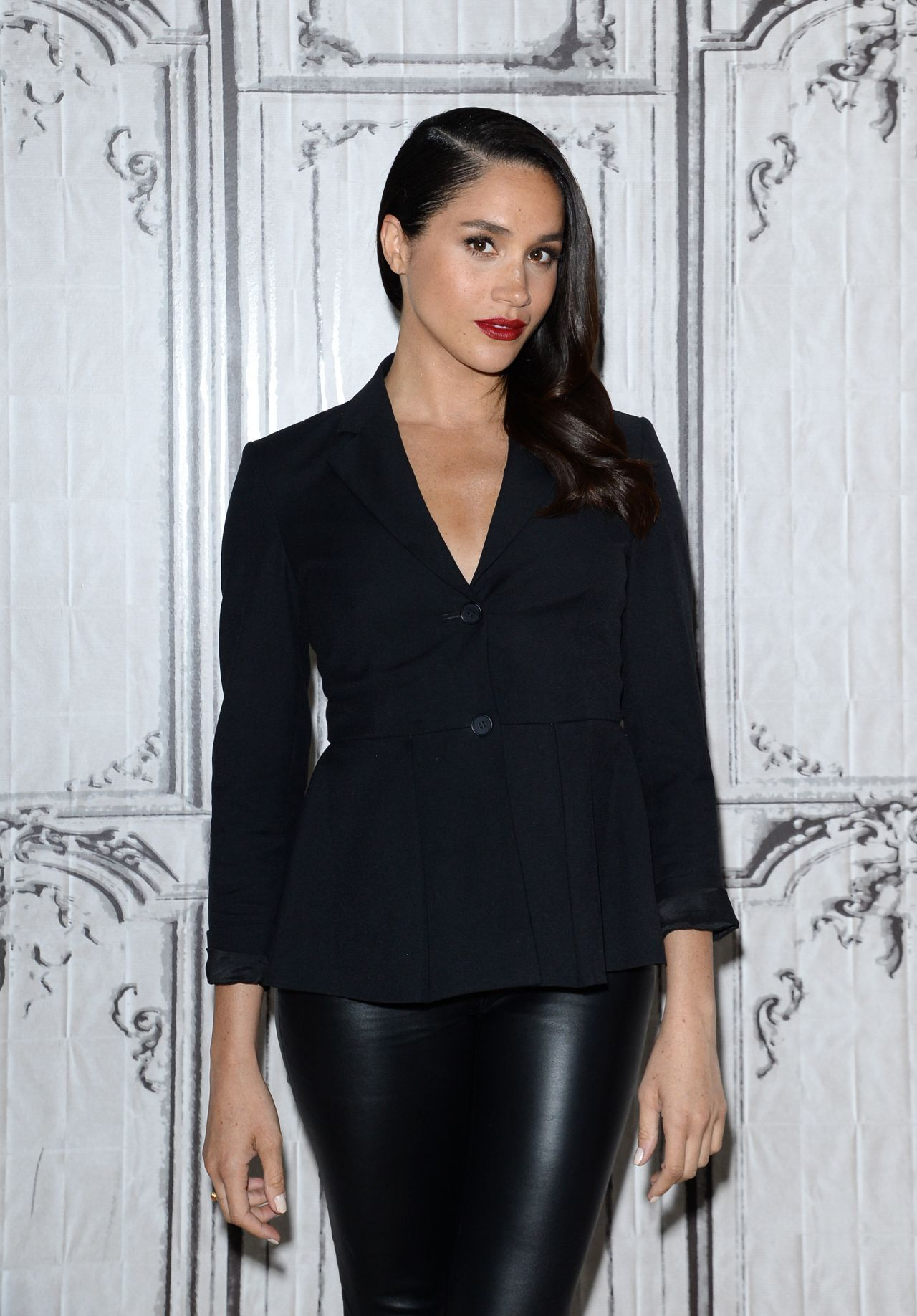 Meghan Markle Aol Build Speaker Series For 39 Suits 39 In