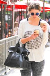 Mischa Barton Getting Coffee in Los Angeles 3/192016
