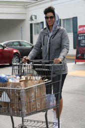 Nicole Murphy - Leaving Bristol Farms in Los Angeles, March 2016