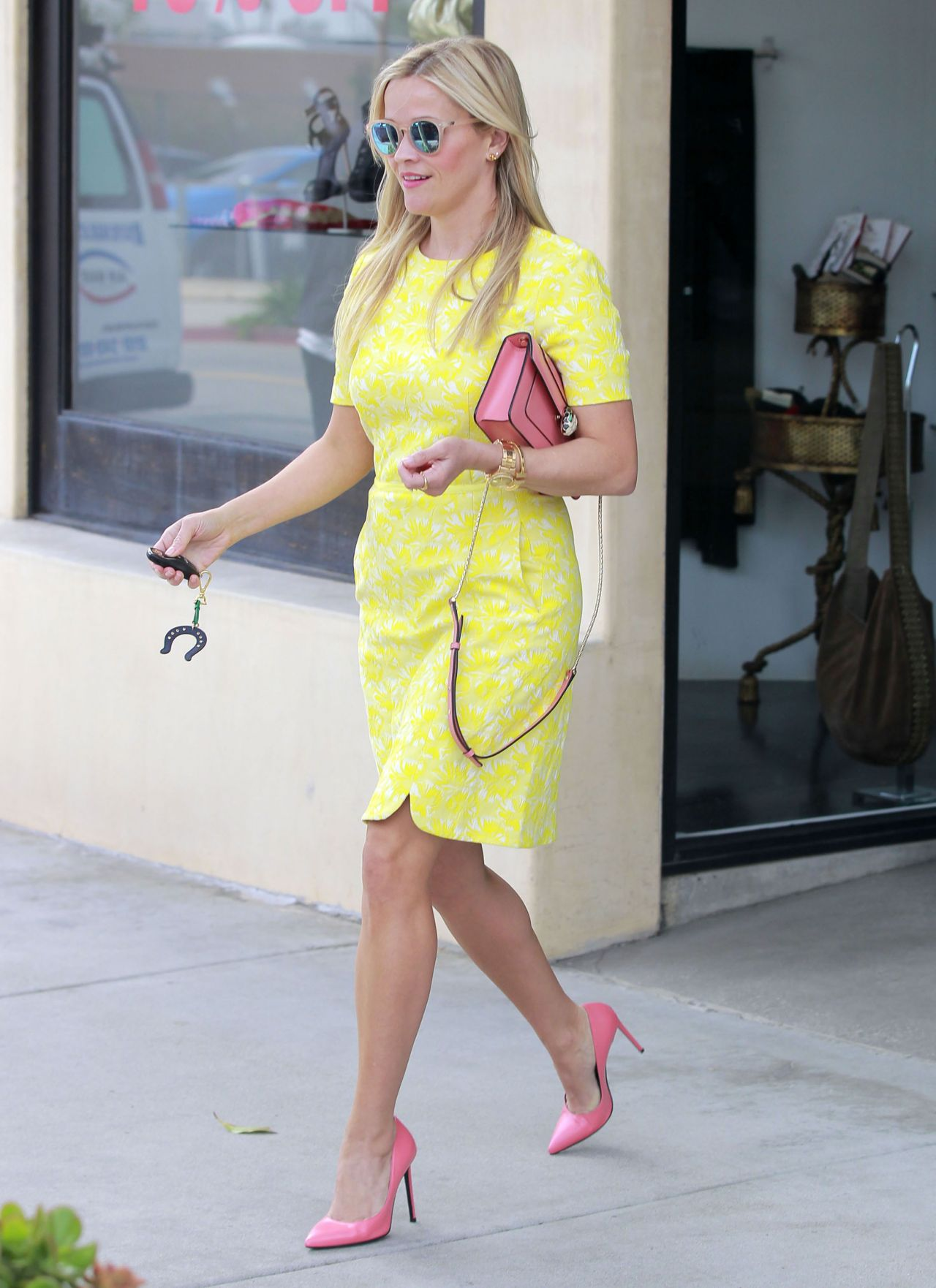 Reese Witherspoon Street Fashion
