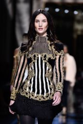 Rosie Huntington-Whiteley – Balmain Show – Paris Fashion Week, March 2016
