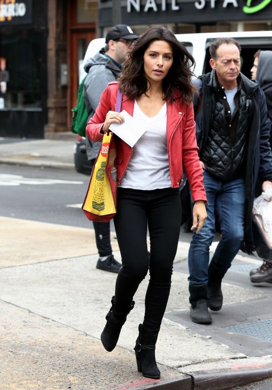 Sarah Shahi - Filming the TV Series