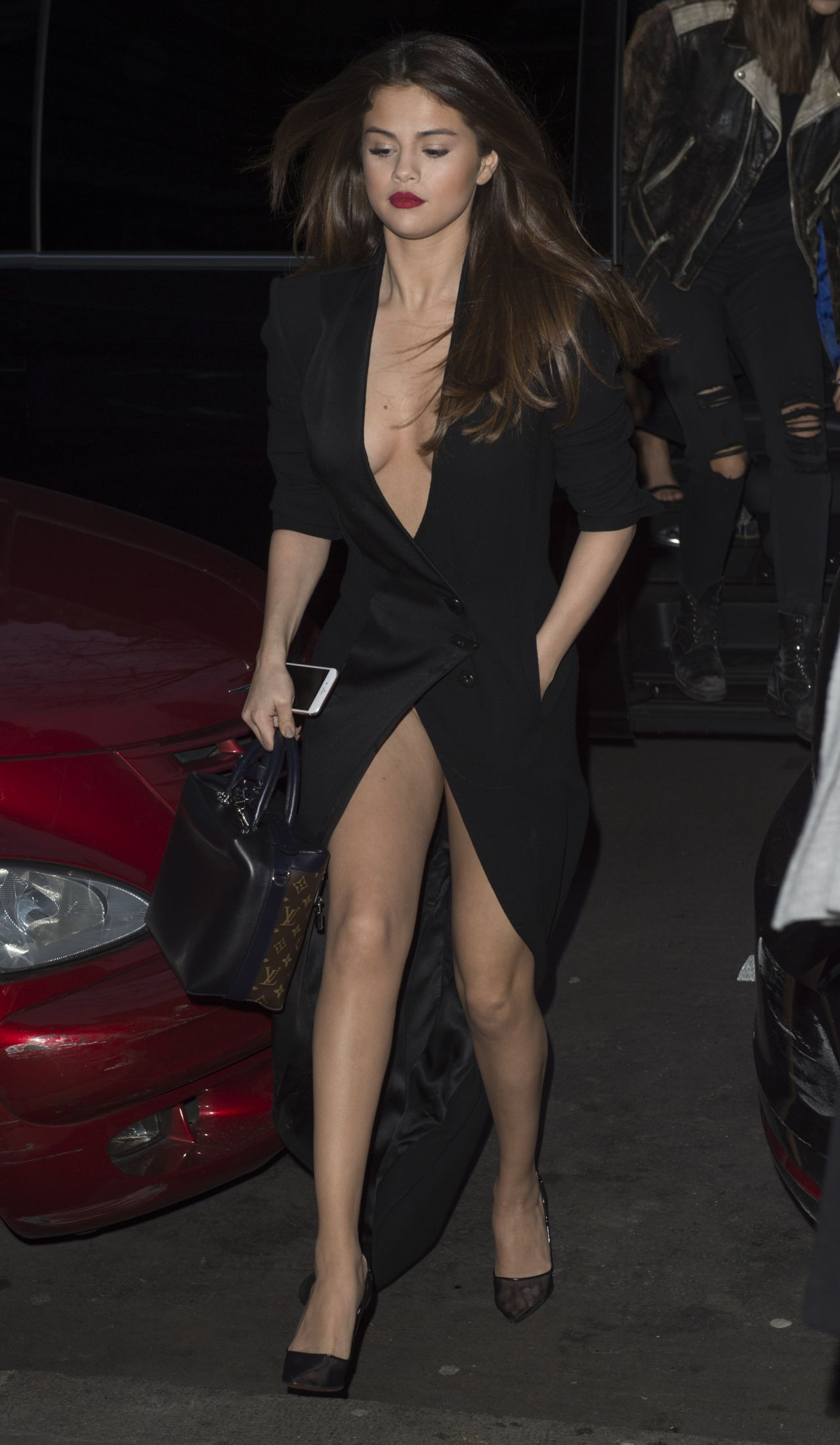 selena gomez night out style leaving hotel in paris 3 8 2016. Black Bedroom Furniture Sets. Home Design Ideas