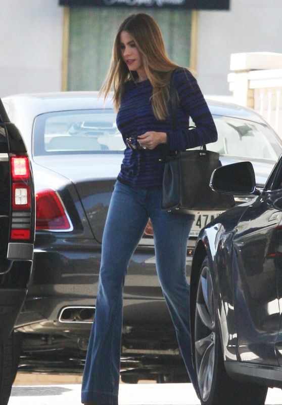 Sofía Vergara - Shopping in Beverly Hills 3/18/2016