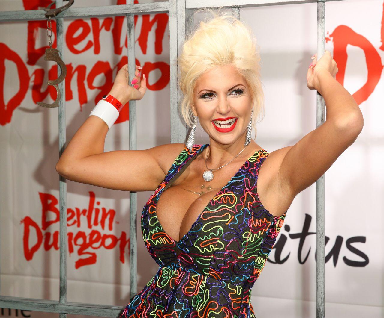 Sophia Vegas The Exitus At Berlin Dungeon Premiere Red