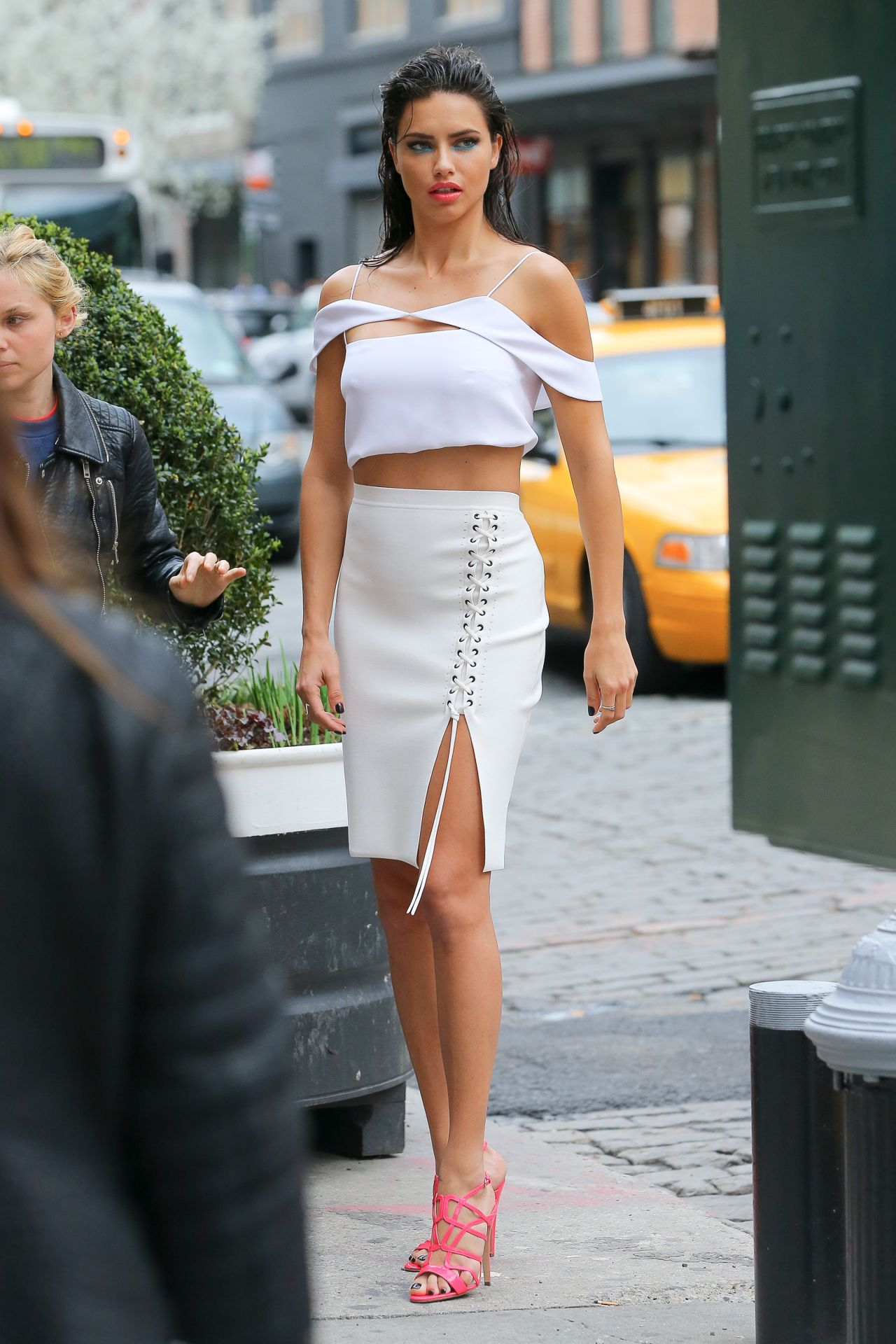 Adriana Lima Photoshoot Set In New York City 4 1 2016