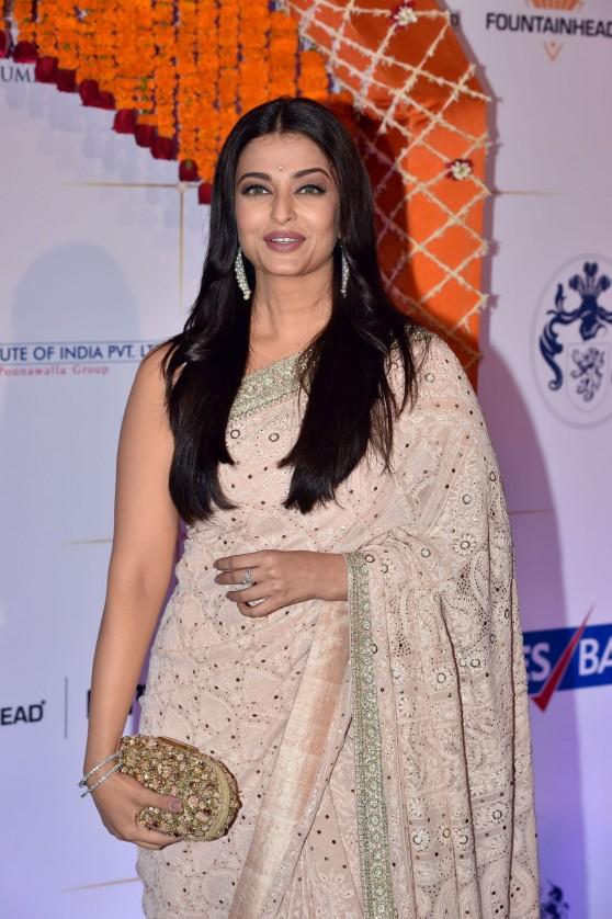 aishwarya-rai-bachchan-gala-bollywood-dinner-at-the-taj-palace-hotel-in-mumbai-4-10-2016-4