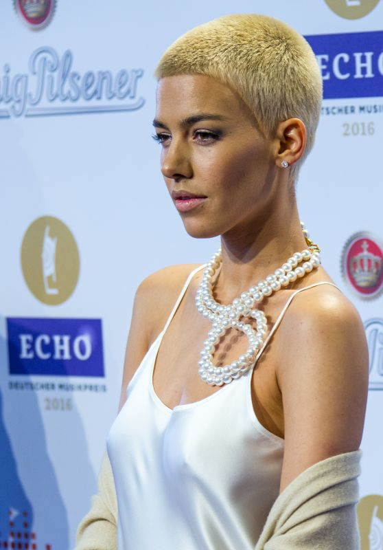 Alina Süggeler – 2016 Echo Music Awards in Berlin, Germany