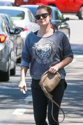 Amy Adams in Leggings at Earth Bar in West Hollywood 4/22/2016