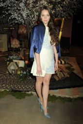 Amy Forsyth – Alice + Olivia Fashion Show at Neuehouse Hollywood in Los Angeles