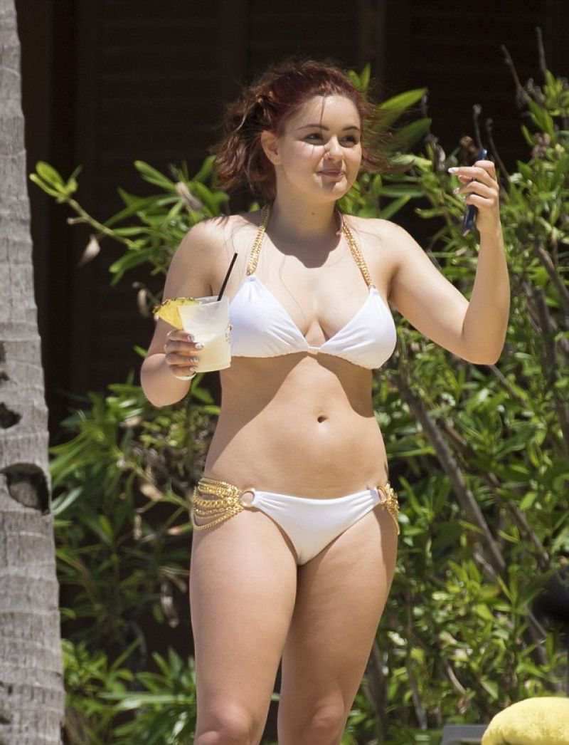 Ariel Winter In A White Bikini Bahamas April 2016