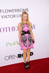 Charlotte Ross – 'Mother's Day' World Premiere in Los Angeles