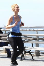 Claire Danes - Jogging in New York City, NY 4/18/2016