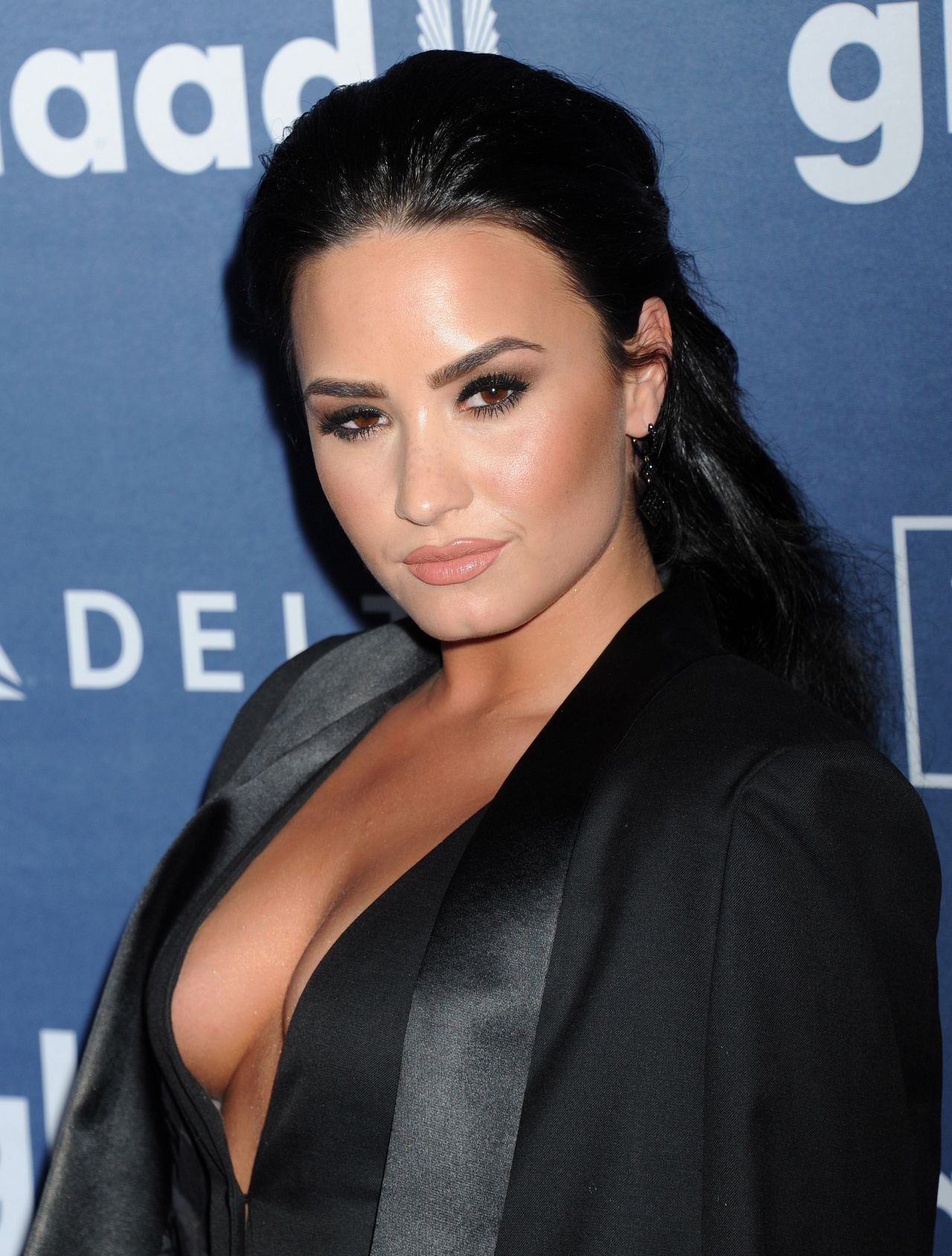 Demi Lovato 2016 Glaad Media Awards In Beverly Hills 4