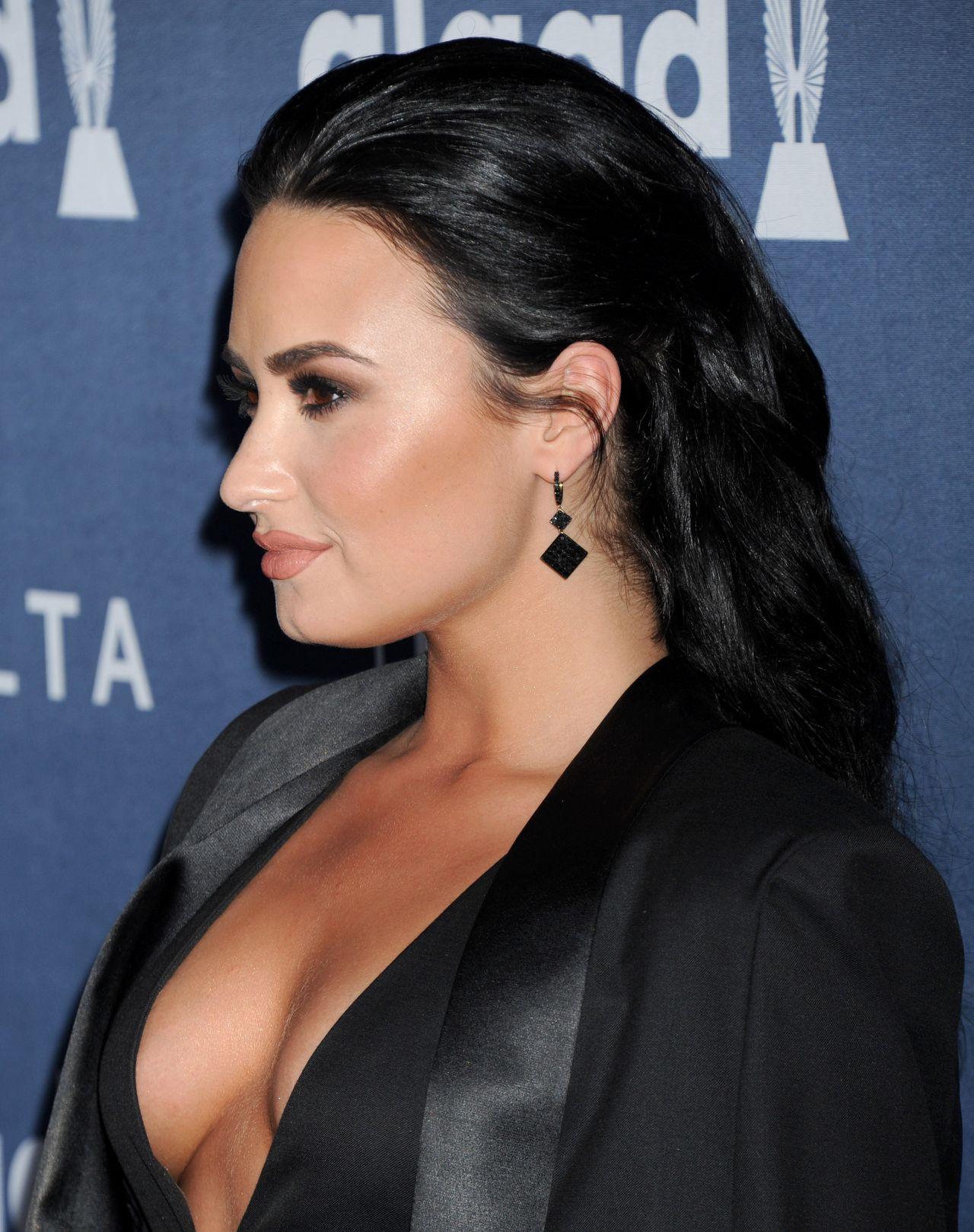 Demi Lovato 2016 Glaad Media Awards In Beverly Hills 4