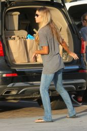 Denise Richards Street Style - Grocery Shopping in Malibu 4/5/2016