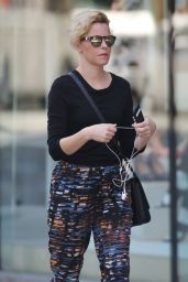 Elizabeth Banks - Out For Coffee in Vancouver 4/20/2016