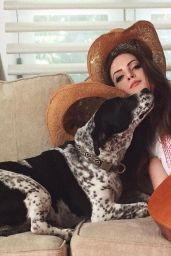Elizabeth Gillies – Twitter and Instagram Personal Pics 4/5/2016